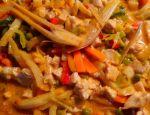 """Kurczak z warzywami po tajsku z cyklu """"Kuchnia Zosi"""""""